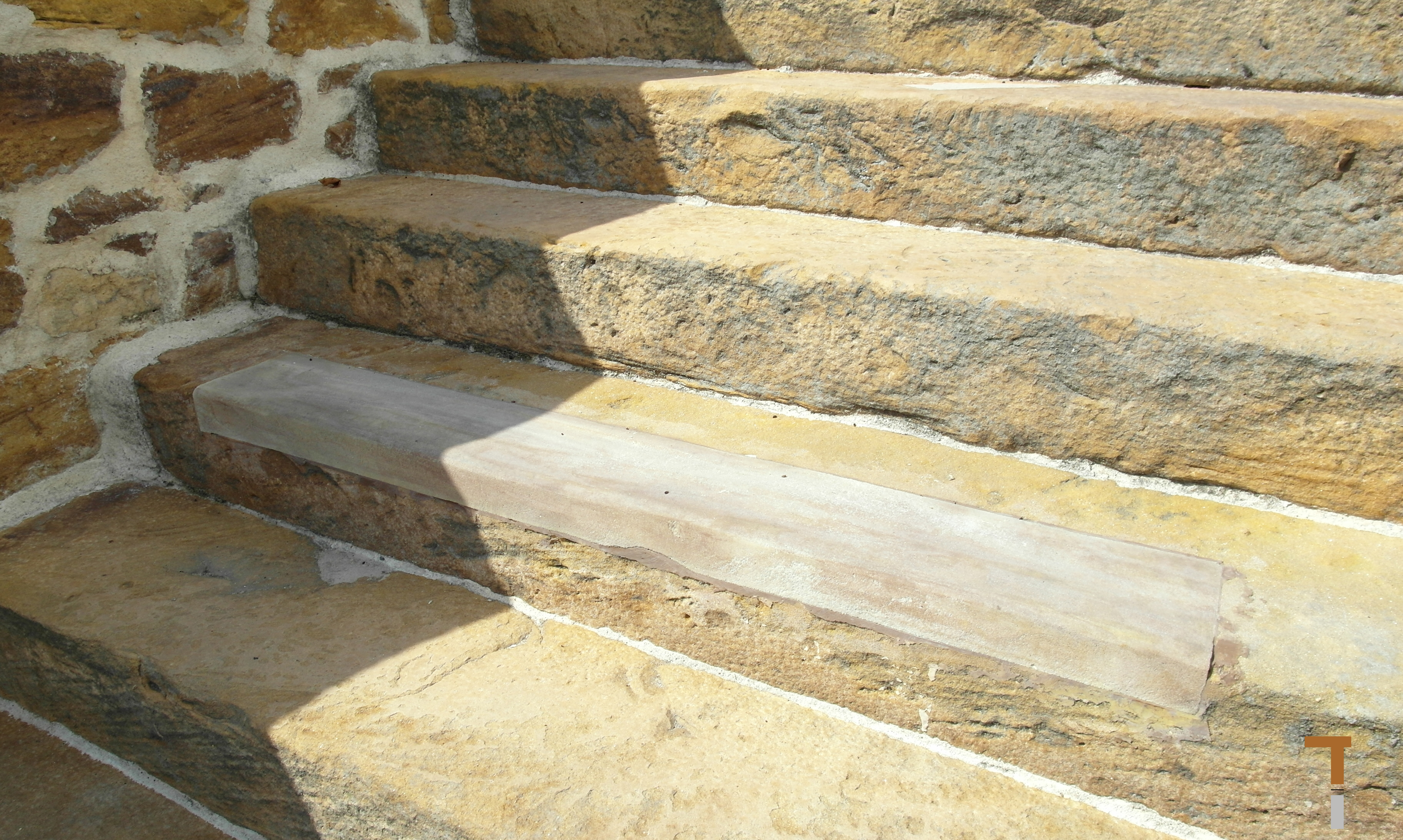 Alte Treppenstufen mit Vierungen