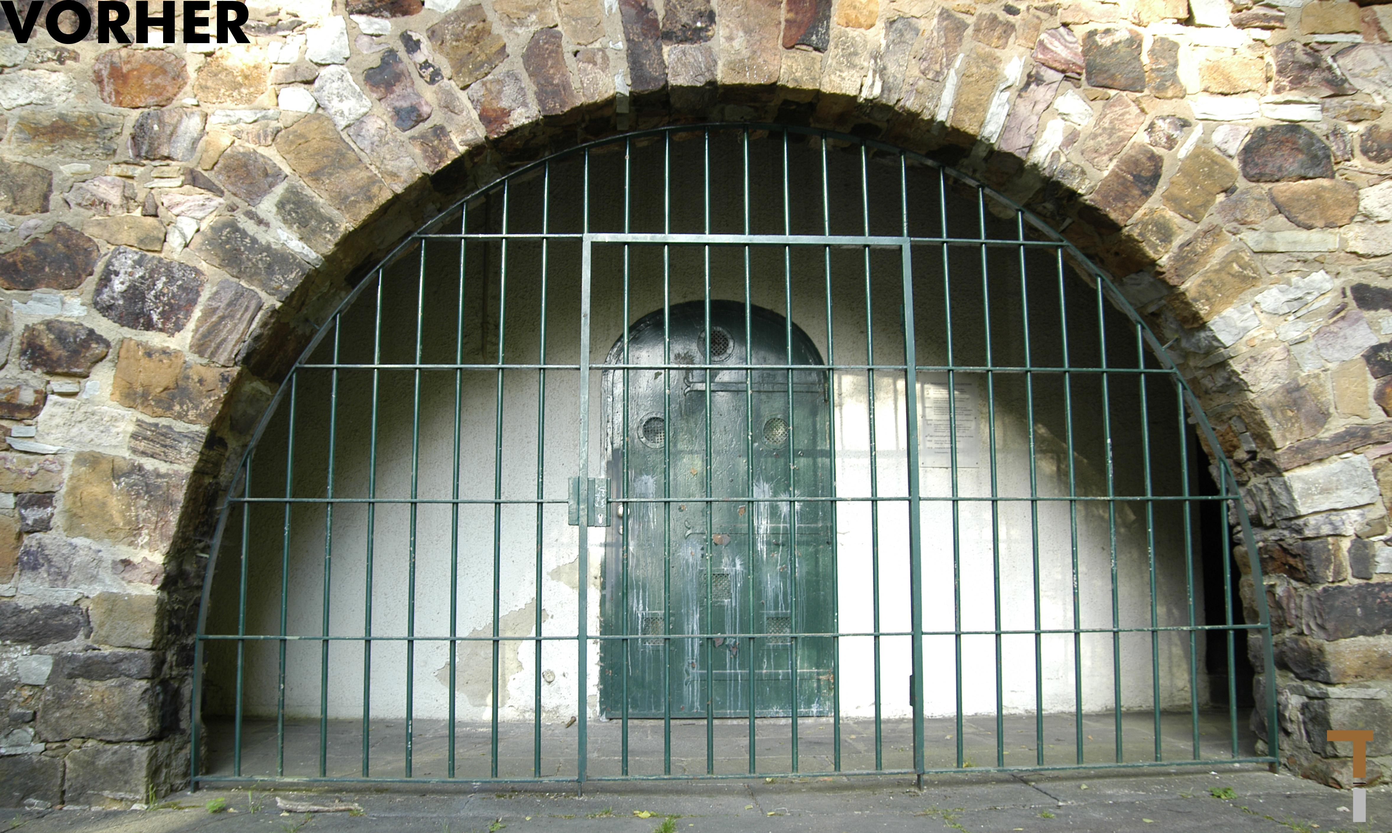 Eingang vor der Sanierung