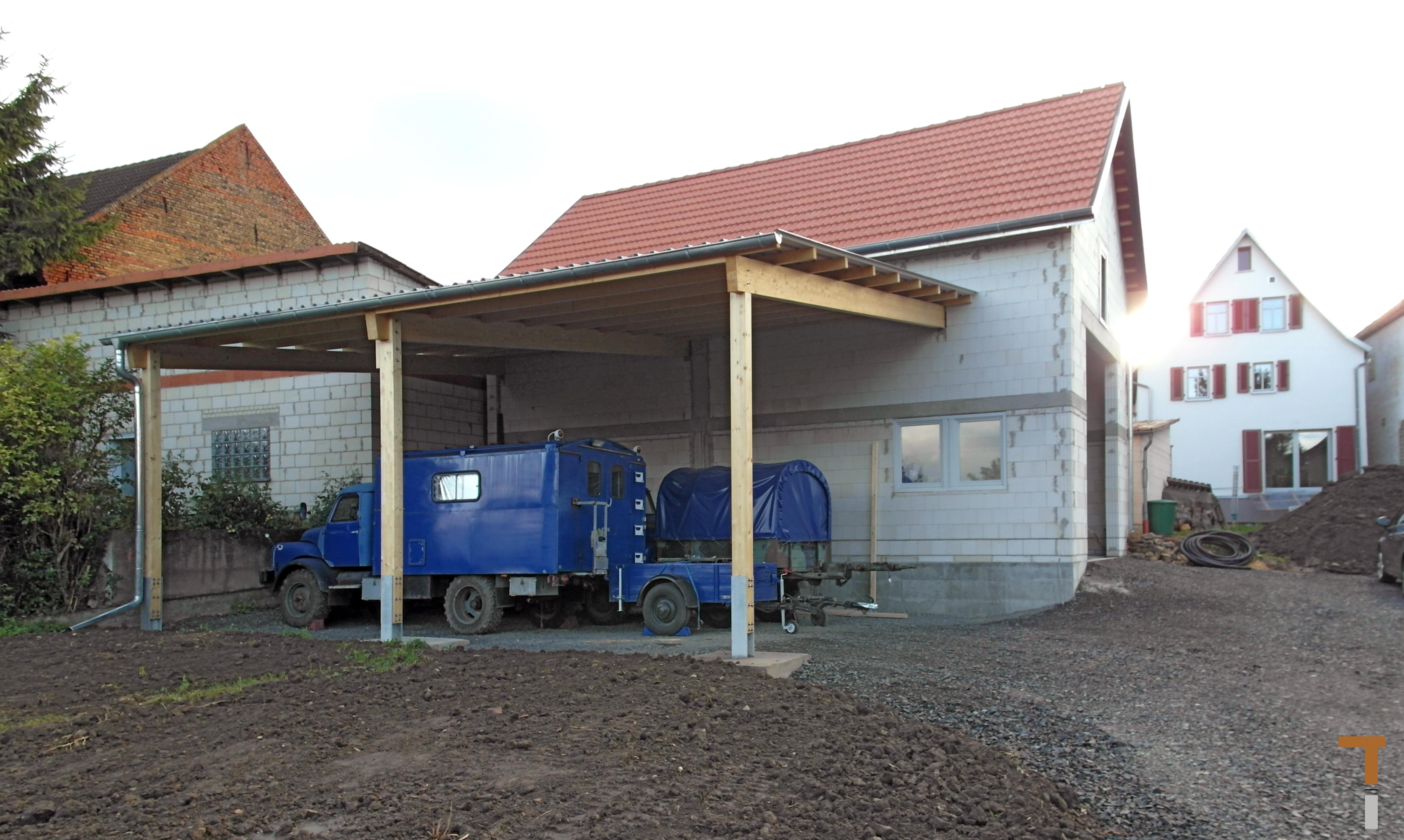 Westseite Garage mit Carport/Garten